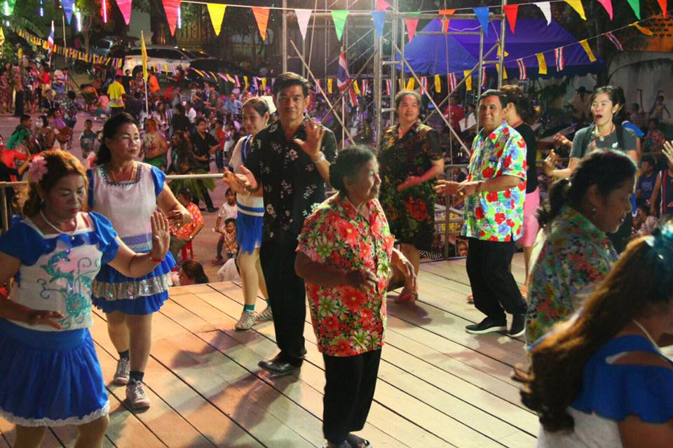 People are invited to dance the ramwong after the initial ceremony.