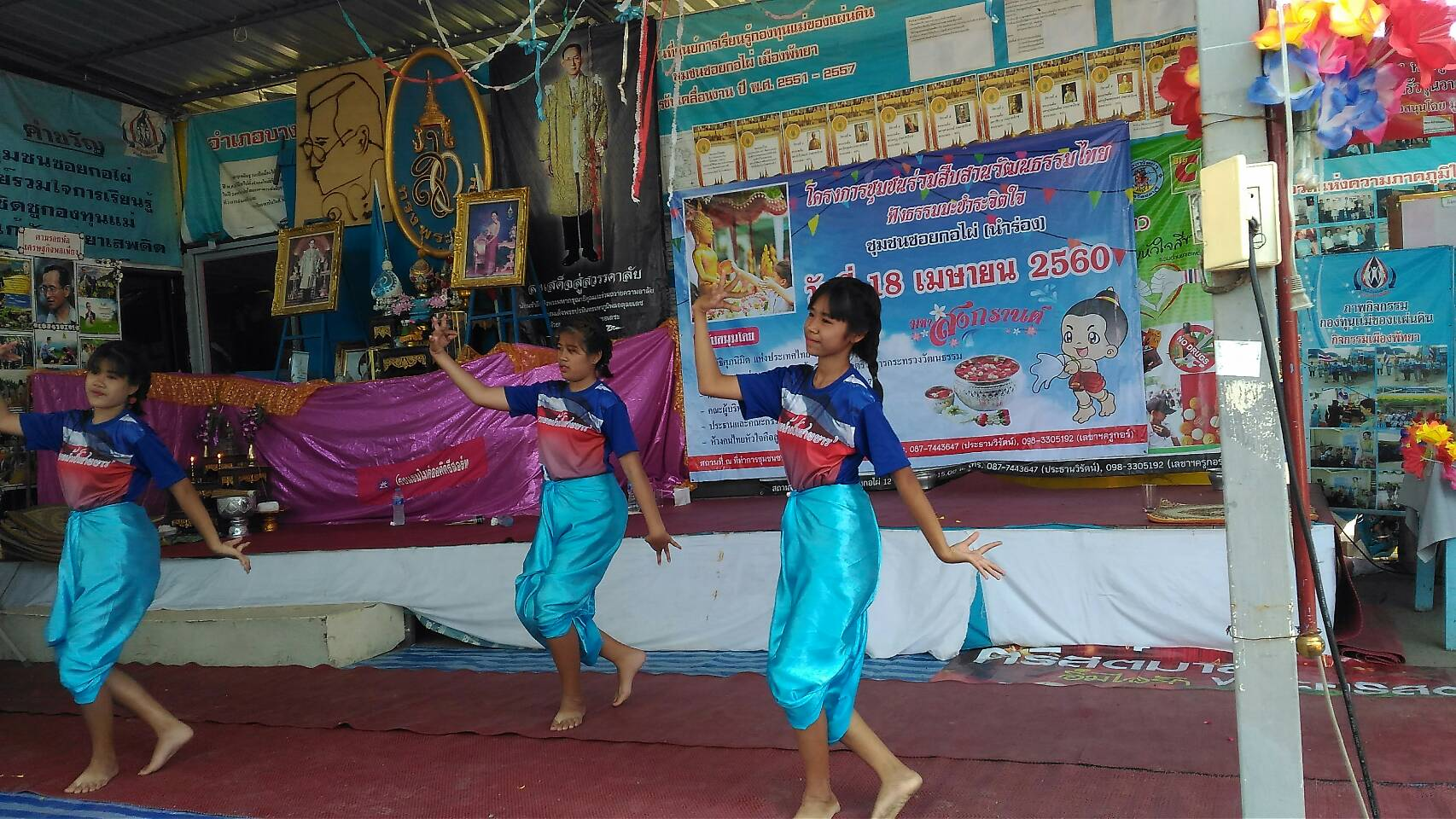 The Kophai and Chumsai communities also featured traditional Thai dance by some of the local students.