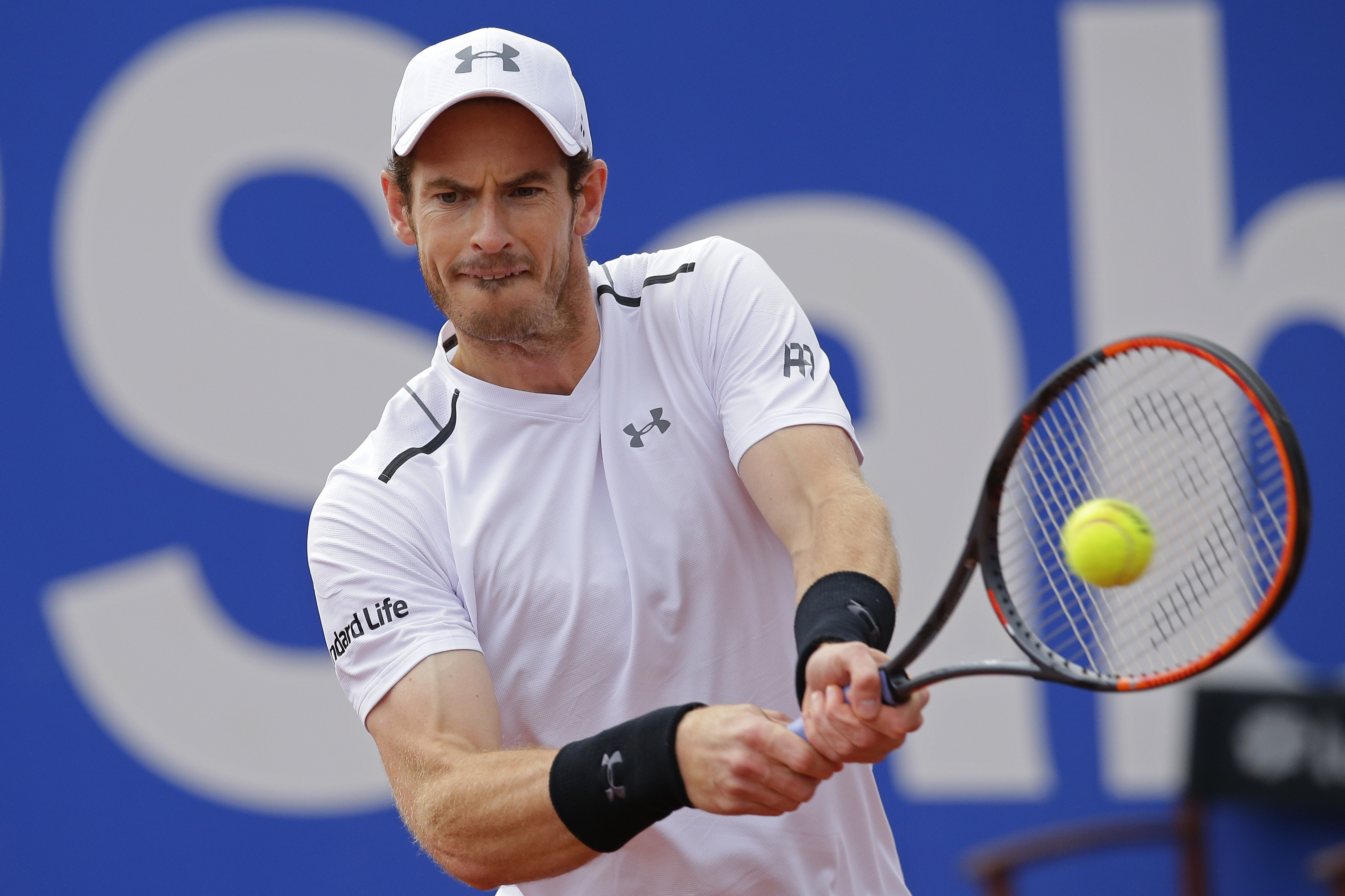 Andy Murray of Britain returns the ball to Feliciano Lopez of Spain during the Barcelona Open Tennis Tournament in Barcelona, Spain, Thursday, April 27, 2017. (AP Photo/Manu Fernandez)