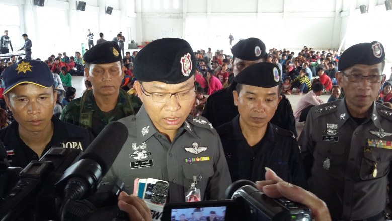 Thailand News - 29-04-17 1 NNT Police & soldiers detain Cambodian workers at border for illegal entry 1JPG