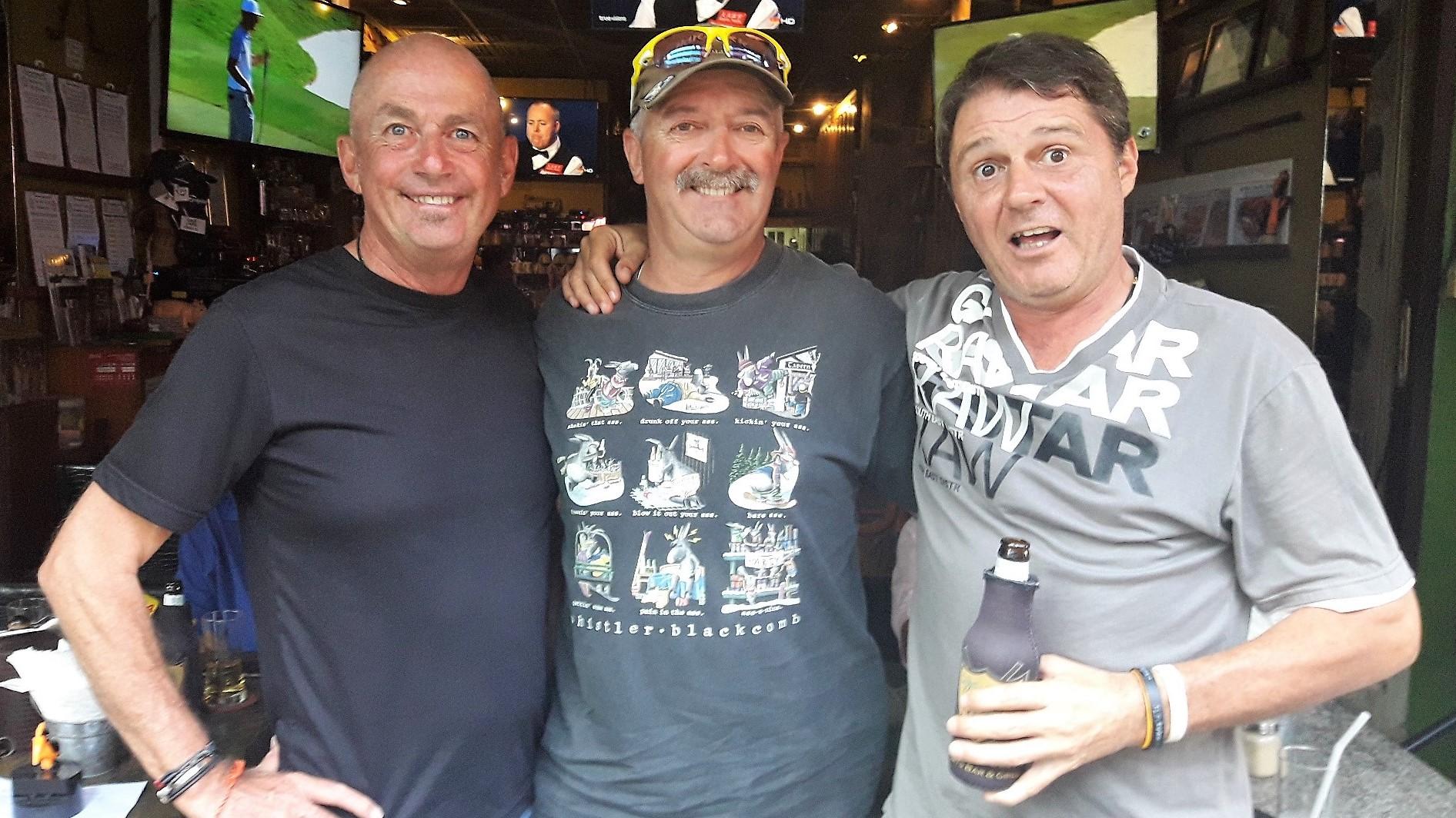 Phil, Frank & Mark apr่s-golf.