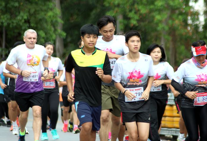Hundreds of runners took part in the event to celebrate Visakha Bucha Day and World Peace Day.
