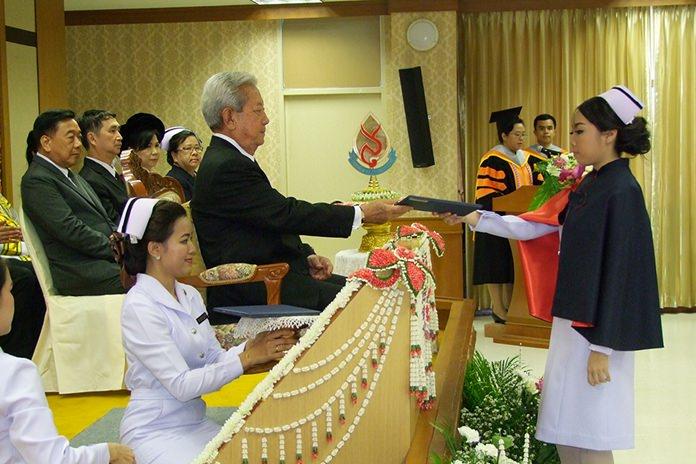 Privy Councilor Surayud Chulanont handed out diplomas as Boromarajonani College of Nursing's Chonburi campus congratulated its graduating class of 2017.