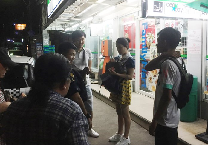 A Chinese couple was robbed of about 10,000 baht by a pair of quick-change artists.