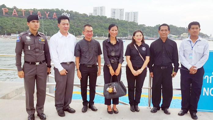 Tourism and Sports Minister Kobkarn Wattanavrangkul (center) toured Pattaya, checking on staffing levels and the preparedness of police and safety officials.