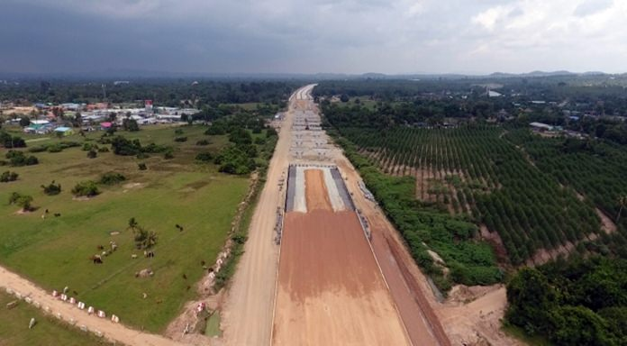 The extension of Highway 7 to the Maptaphut industrial zone is a third complete and on-schedule to open in 2019.