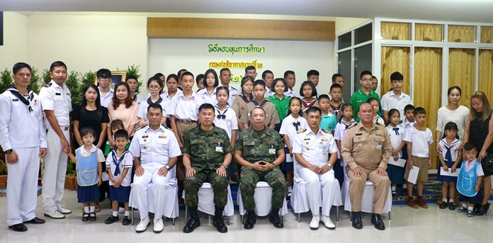 The Department of Combat Aircraft Area 2 handed out 100,000 baht in scholarships to military families.