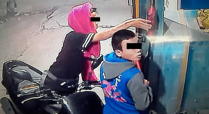 Police are searching for two kids caught on video trying to rob cash from an automated gas pump.