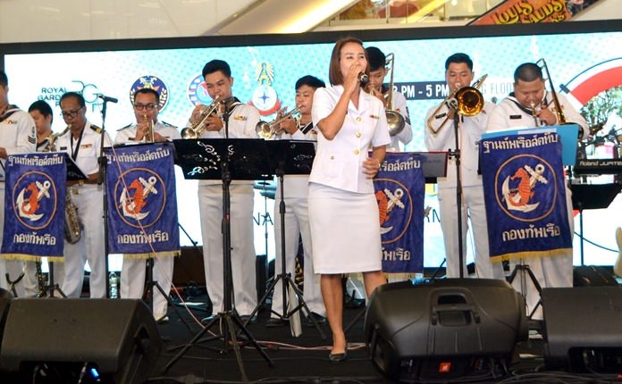 The Duriyang Sattahip Navy Band also put on great performance.