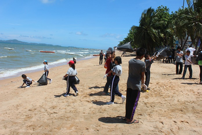 After the opening ceremonies, the kids enjoyed a dip in the sea, various organized activities on the sand and everyone joined in to collect trash off the beach.