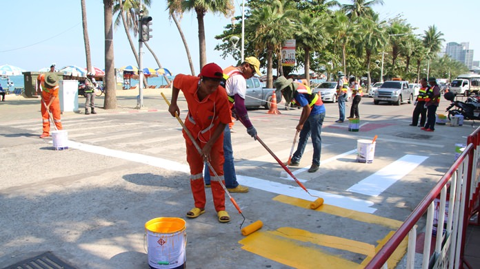 Pattaya city workers and police worked together to repaint crosswalks on Beach Road.