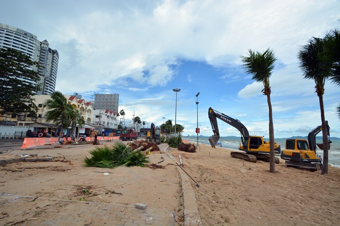 The year-long 600-million-baht Jomtien Beach shoreline renovation project has moved into Dongtan Beach.