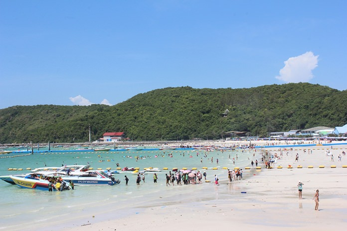 Koh Larn is a tourist attraction popular among many Thai and foreign travelers because it's close to Pattaya and has become a favorite place to play in the sea.
