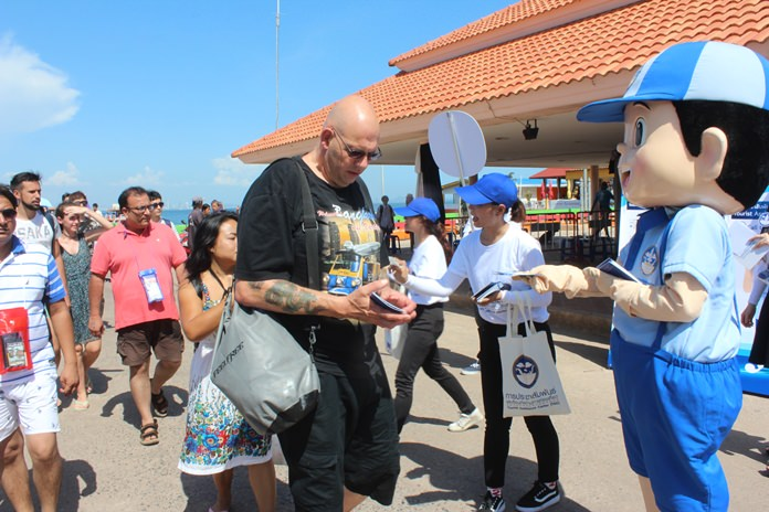 """Tourists receive a copy of the """"Do's & Don'ts: Guidelines for Tourists"""" available in three languages (Thai, Chinese, and English) from Nong Namjai, the official mascot of the project."""