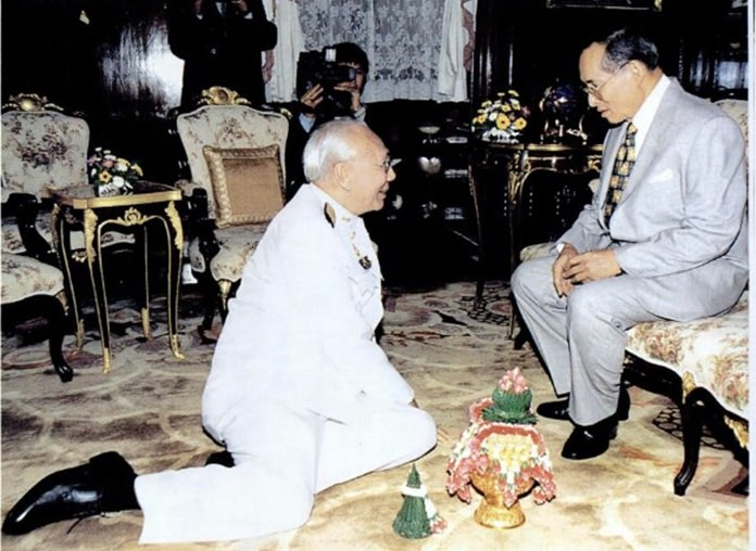 HM King Bhumibol Adulyadej grants an audience to Bhichai Rattakul before the latter embarked on his journey to serve as President of Rotary International in 2002-03.
