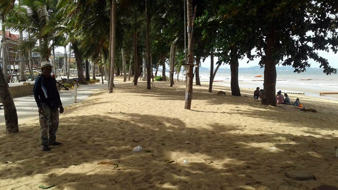 Pattaya Beach looked more pristine than it has in memory after umbrella vendors removed all their equipment from the sand for two days.