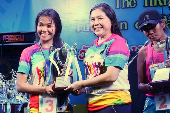 Ornwara Kornpin (centre) hands out trophies to winners in the 6km Women's Open race.