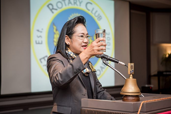 DGE Onanong Sirpornmanut proposes a toast to Rotary International.