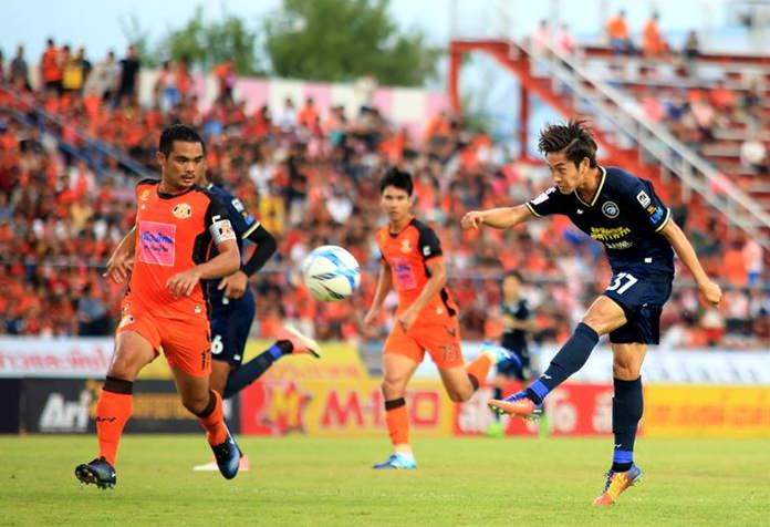 Pattaya United's Pich U-Tra (right) fires in a shot on the Sisaket goal during the first half of their Thai Premier League game at the Sri Nakhon Lamduan Stadium in Sisaket, Sunday, July 9. (Photo/Pattaya United FC)
