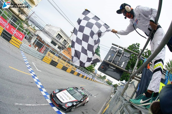 UNIXX – TR-Motorsport's Thomas Raldorf takes the chequered flag to win Race 1 at the Bang Saen Speed Festival.