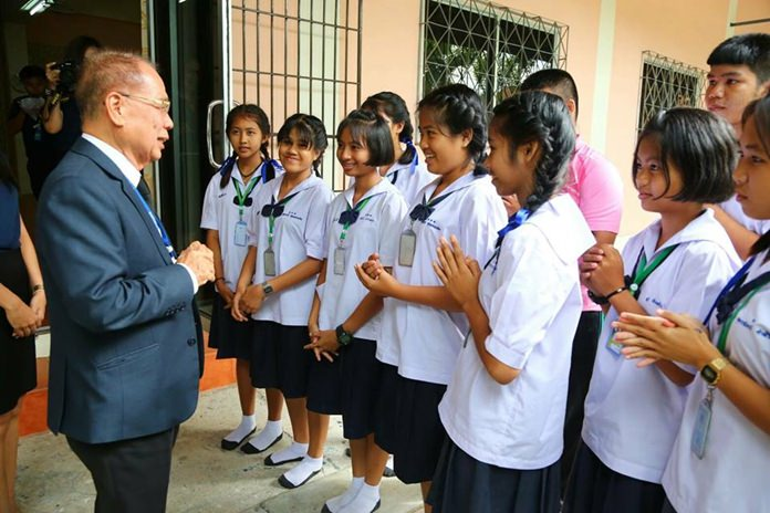 Pattaya officials continued their weekly visits to Pattaya public schools with an inspection at Pattaya School No. 6.