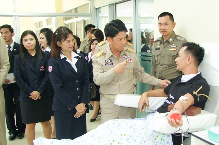 Gov. Pakarathorn Thienchai and his wife, Supaporn, chairwoman of the Chonburi Red Cross, visit one of the benevolent donors.