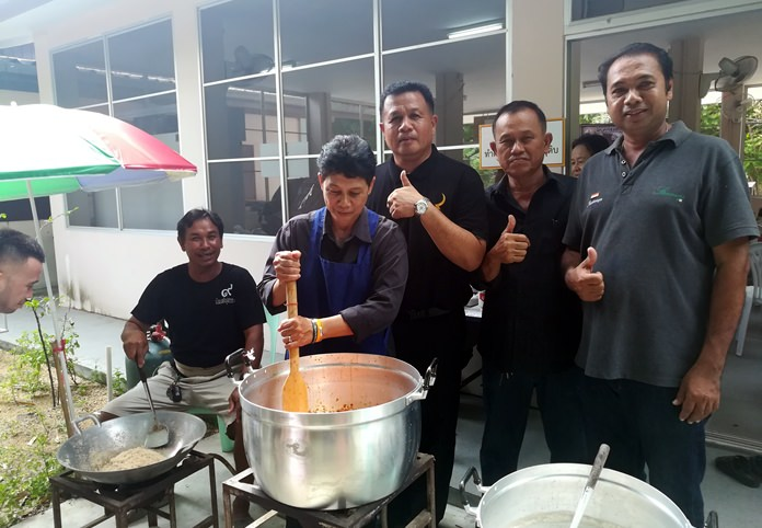 Mayor Pinyo Homkaln and sub-district officials open the Ban Nong Ket Yai Community Enterprise product workshop showing Nong Plalai residents how to make and package chili paste to earn extra income.
