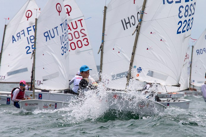 Optimist sailors battle the tricky race conditions on Day 1 of the Optimist Championship 2017 at Royal Varuna Yacht Club in Pattaya. (Photo/Matias Capizzano)