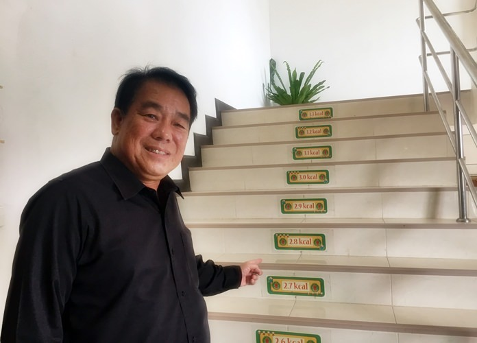 Suwat Rachatawattanakul, Deputy Mayor of Nongprue Municpality had the idea to make calorie burning stairs to use for both exercise and energy saving.