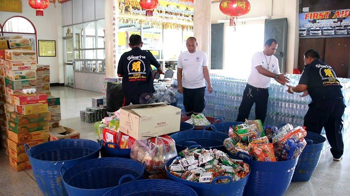 The Sawang Boriboon Thammasathan Foundation is still taking donations of food, clothing and cash to support victims of severe flooding in Sakon Nakhon.