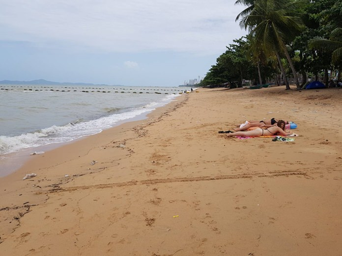 Jomtien Beach took a licking, but came back ticking following Tropical Storm Sonca, which washed ashore a tsunami of garbage and muck, but tourists returned a few days later.