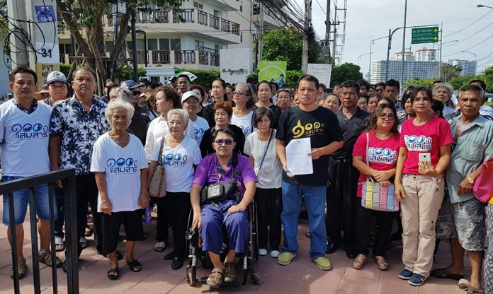 100 residents of Sattahip's Samae San Sub-district, including the mayor, demonstrate outside Pattaya Provincial Court over the military's repossession of land they've occupied for a century.