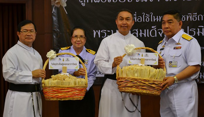The Royal Thai Navy presented sandalwood to Father Michael and Father Peter.