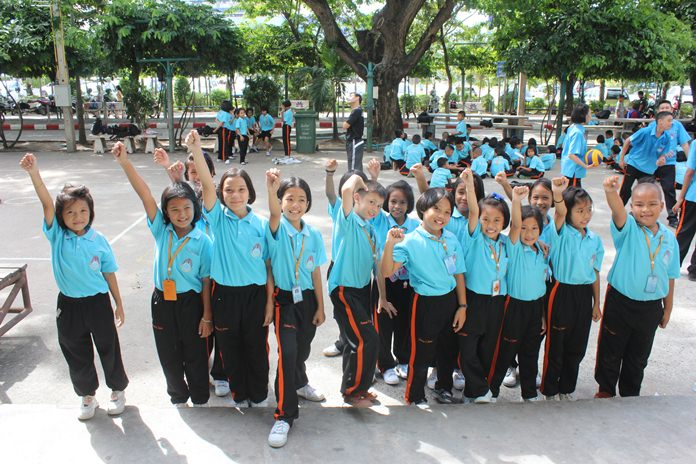 Third-grade students at Pattaya School No. 8 were randomly selected to tell how they felt their mothers.