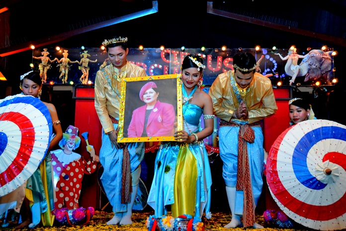 The Centara Grand Mirage Beach Resort hosted a Mother's Day dinner and commemorative show.