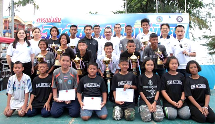 (Left) Trophy and certificate winners from the second Pattaya Windsurfing Tournament pose for a group photo at Jomtien Beach, August 6.