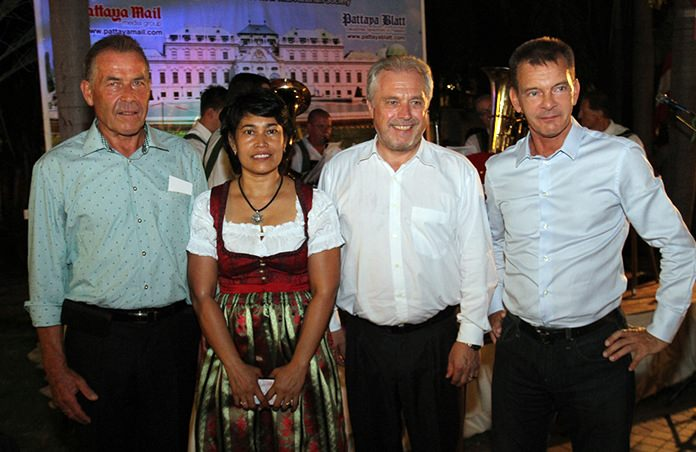 One president and two consuls: (l-r) Gottfried Auer with wife Mayuree, Consul General Gerhard Goetz and wife Eufrosina, and Honorary Consul General Rudolf Hofer.
