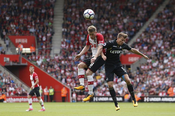 Southampton's Steven Davis, left, and Swansea City's Tom Carroll battle for the ball during the English Premier League match at St Mary's Stadium, Southampton, England, Saturday, Aug. 12. (Paul Harding(/PA via AP)