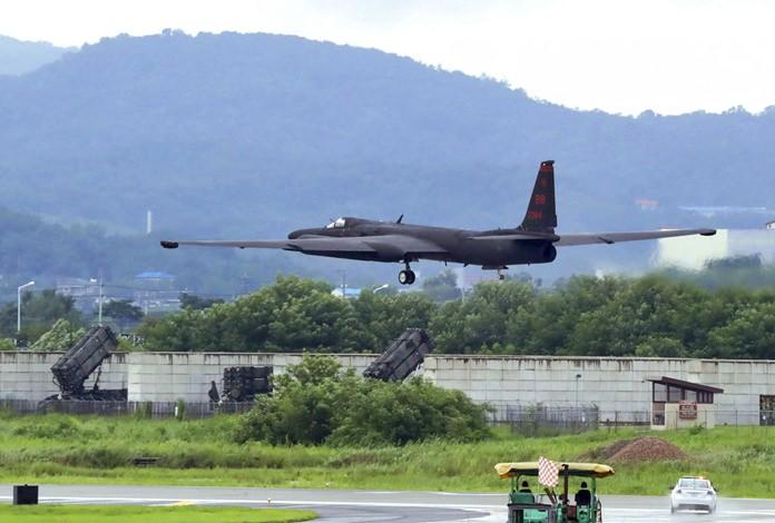A U.S. Air Force U-2 spy plane takes off on the runway at the Osan U.S. Air Base in Pyeongtaek, South Korea, Monday, Aug. 21, 2017. (Lee Sang-hack/Yonhap via AP)
