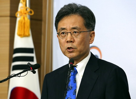 South Korean Trade Minister Kim Hyung-chong speaks during a press conference at the Foreign Ministry in Seoul, South Korea, Tuesday, Aug. 22, 2017. (AP Photo/Ahn Young-joon)