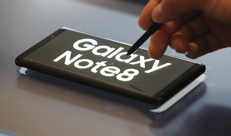 A man demonstrates Samsung Electronics' Galaxy Note 8 during a media day in Seoul, South Korea, Tuesday, Sept. 12, 2017. (AP Photo/Lee Jin-man)