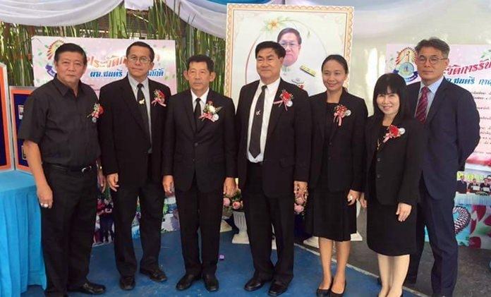 Mayor Anan Charoenchasri and officials open Pattaya School No. 5's 66th anniversary academic fair.