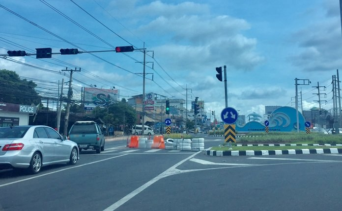 Social media users love to complain and their new beef is that Pattaya hasn't adequately publicized road closures related to the laying of underground utility lines on Central Road.