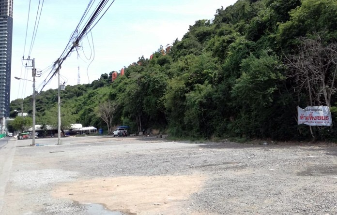 With six weeks of work left on Central Road, Pattaya officials have begun working on burying utility lines at Bali Hai Pier and under North Road.