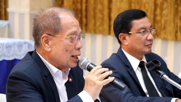 Anan Ankanawisan (left), head of the Pattaya City Council, tentatively approved purchase of seven rai of land to construct a new classroom building for Pattaya School No. 11.