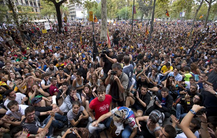 Students protest outside the public Barcelona University in Spain Friday, Sept. 22. Around two thousand students have gathered around and inside one of Barcelona's main universities calling to end the crackdown on a referendum on Catalonia's secession that has met a fierce opposition by Spanish central authorities. (AP Photo/Emilio Morenatti)