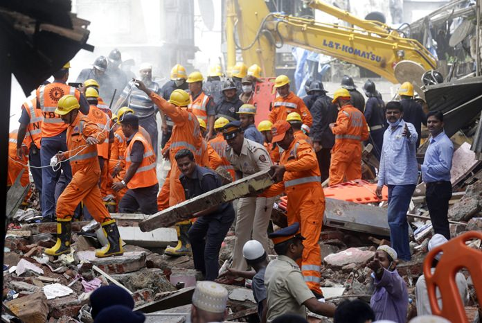 Rescue workers clear debris from the site of a building collapse in Mumbai, India, Thursday, Aug. 31, 2017.(AP Photo/Rafiq Maqbool)