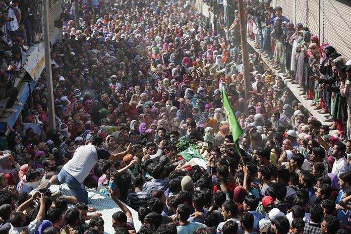 Villagers carry the body of Kashmiri rebel Nasrullah Mir in Hajin town, 38 kilometers north of Srinagar in Indian controlled Kashmir, Wednesday, Oct. 11. (AP Photo/Mukhtar Khan)