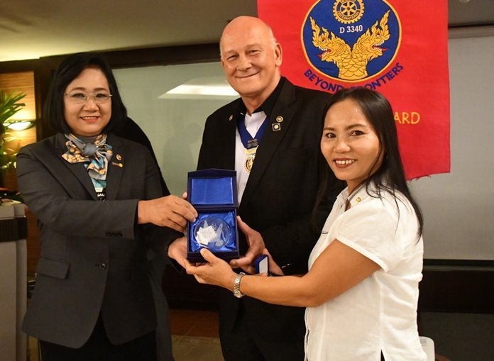 A proud moment for Carl and Joy Keolaphoumy Dyson and Jan and Ket Abbink as they receive their Major Donor recognition from DG Onanong.