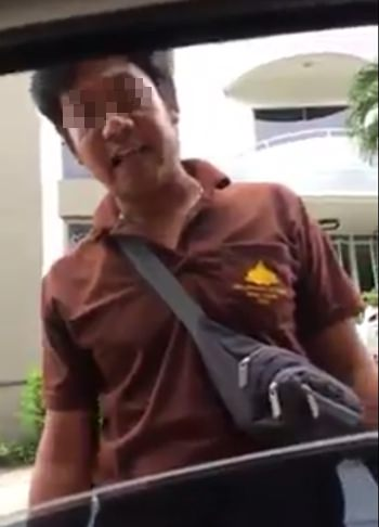 Sanctuary of Truth General Manager Noppadol Petchrath said this man depicted in a viral video wearing a supposed Sanctuary uniform while arguing with a taxi driver does not work for the tourist attraction. Noppadol also has a message for Pattaya's warring taxi drivers: Leave us out of it.